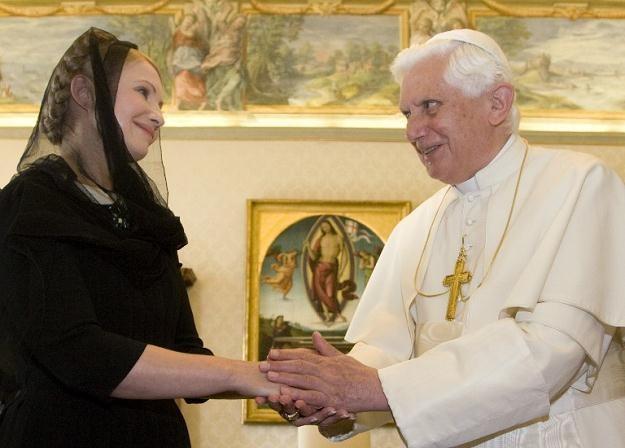 Papież Benedykt XVI i była premier Ukrainy Julia Tymoszenko /AFP
