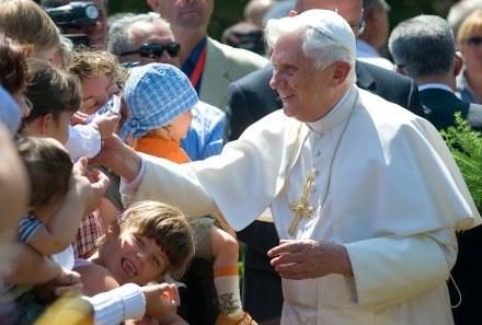 Papież długo pracował nad nową encykliką /AFP