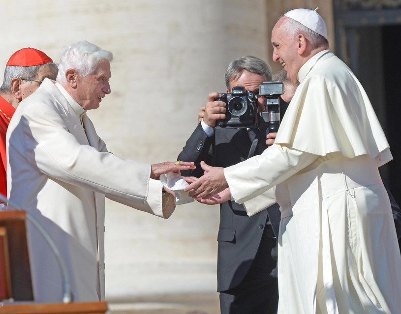 Papież Franciszek i Benedykt XVI /PAP/EPA