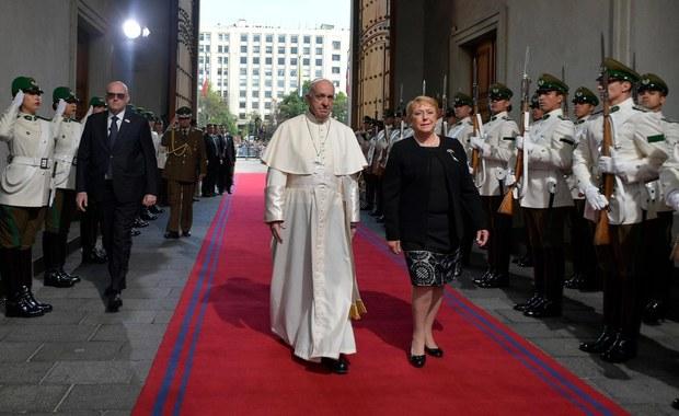 Papież Franciszek: Naród tego kraju wie, co to znaczy podnosić się po upadkach