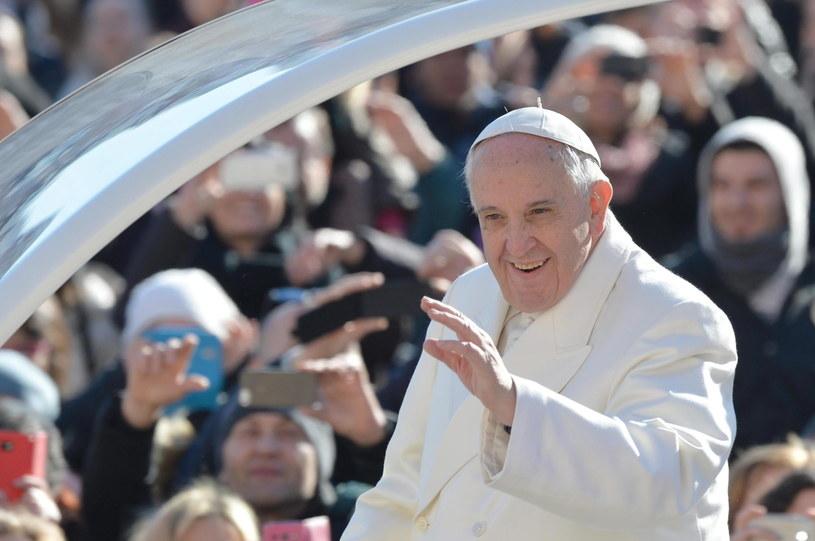 Papież Franciszek podczas dzisiejszej audiencji generalnej /PAP/EPA