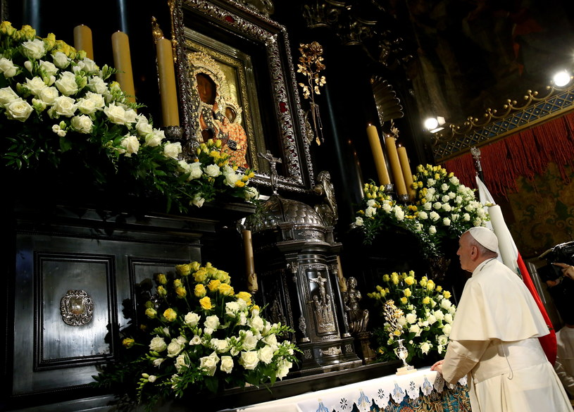Papież Franciszek podczas modlitwy w Kaplicy Cudownego Obrazu na Jasnej Górze /Leszek Szymański /PAP