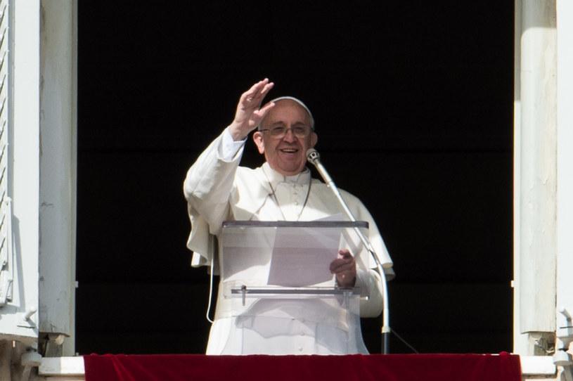 Papież Franciszek podczas spotkania na modlitwie Anioł Pański /AFP