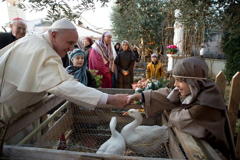 Papież Franciszek podczas wizyty w parafii świętego Alfonsa de Liguori /AFP