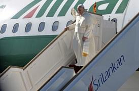 Papież Franciszek przyleciał na Sri Lankę