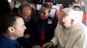 Papież Franciszek udzielił ślubu na pokładzie samolotu