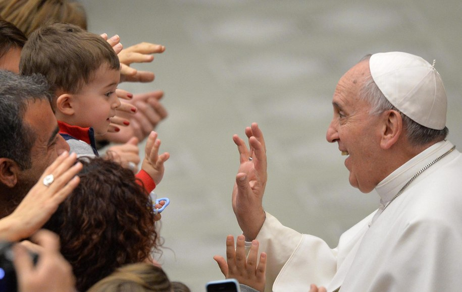 Papież Franciszek w czasie spotkania z wiernymi /MAURIZIO BRAMBATTI /PAP/EPA
