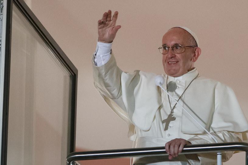 Papież Franciszek w oknie Franciszkańskim /Krystian Maj /FORUM