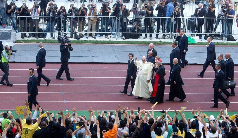 """Papież nie przepadał """"za tymi charyzmatykami"""". Mówił, że """"przypominają szkołę samby"""" /PAP/EPA"""