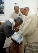 Papież ochrzcił ojca jednej z ofiar zatonięcia promu
