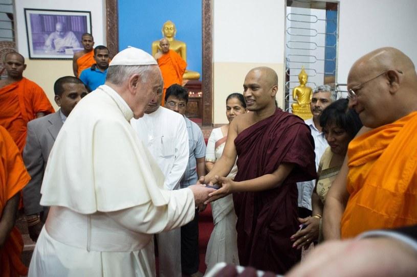 Papież odwiedził buddyjską świątynię /PAP/EPA