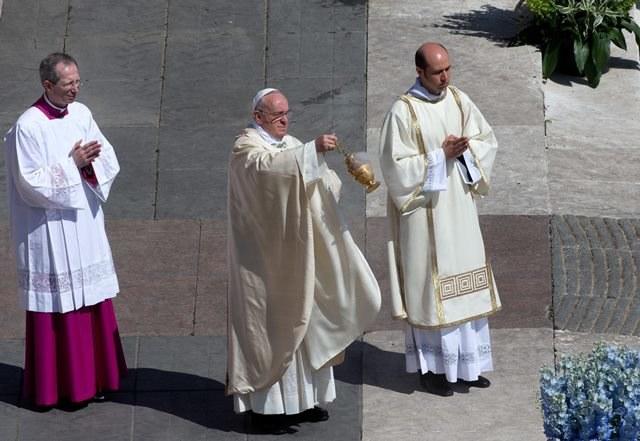 Papież podczas wielkanocnej mszy /CLAUDIO PERI /PAP/EPA