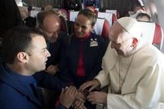 Papież udzielił ślubu w przestworzach