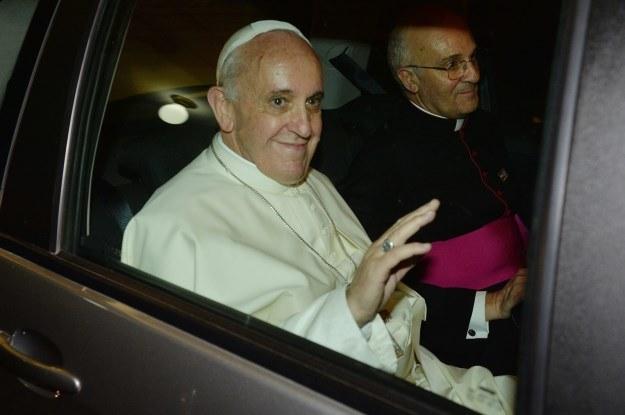 Papież wieziony Fiatem Idea /PAP/EPA