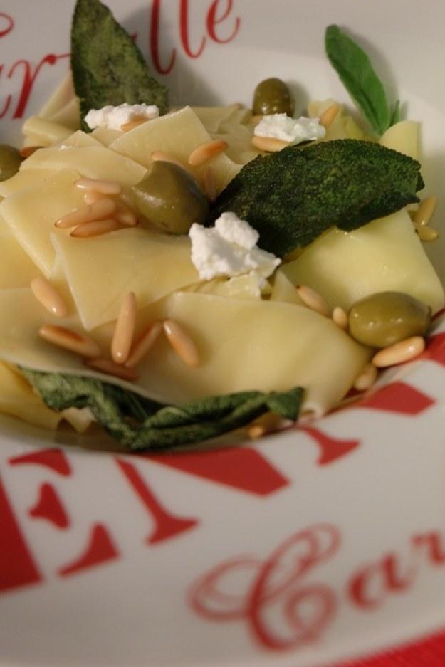 Pappardelles z czosnkiem, oliwkami, riocttą i szałwią czyli codzienna kuchnia ekspresowa !