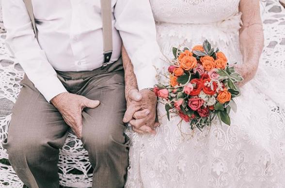 Para doczekała się sesji ślubnej po 60 latach małżeństwa /Instagram