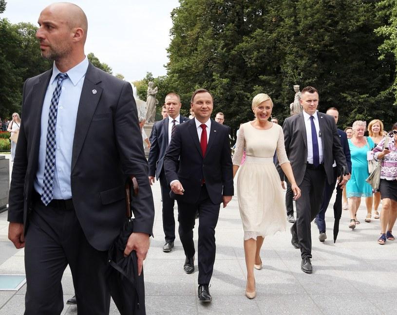 Para prezydencka w otoczeniu funkcjonariuszy BOR /Mariusz Grzelak /Reporter