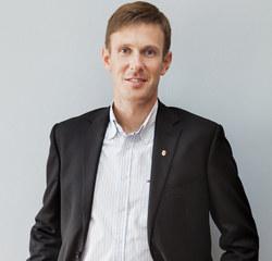 Jan Paradowski, chirurg, lekarz sportowy, ortopeda, traumatolog narządu ruchu. Szef kliniki Sport Med.