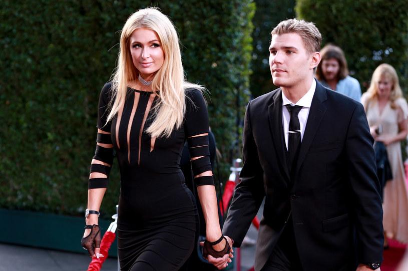 Paris Hilton i Chris Zylka /Rich Fury /Getty Images