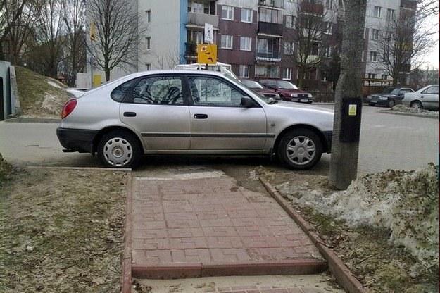Parkingowa wolna amerykanka /poboczem.pl