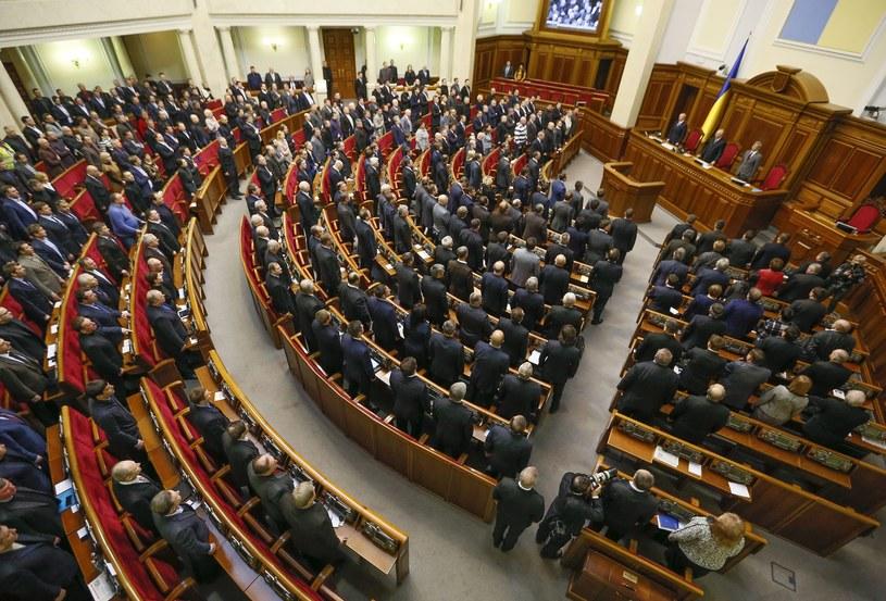 Parlament anulował większość tzw. dyktatorskich ustaw /PAP/EPA