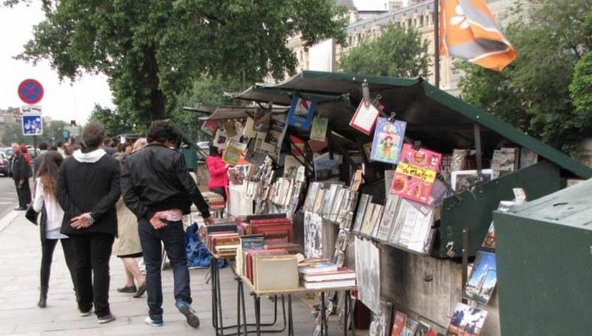 Paryscy bukiniści znad brzegu Sekwany