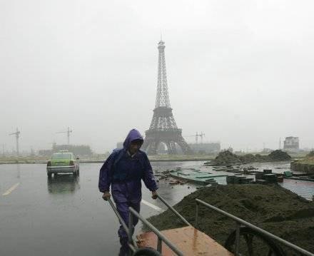 Paryż w trakcie podrabiania /AFP