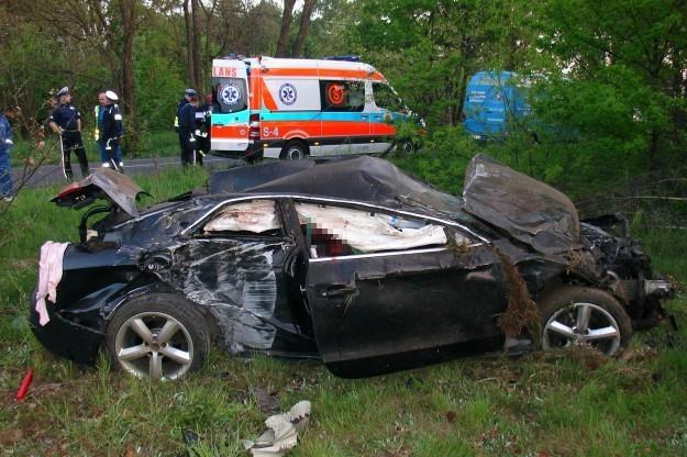 Pasażer auta zginął na miejscu /Policja