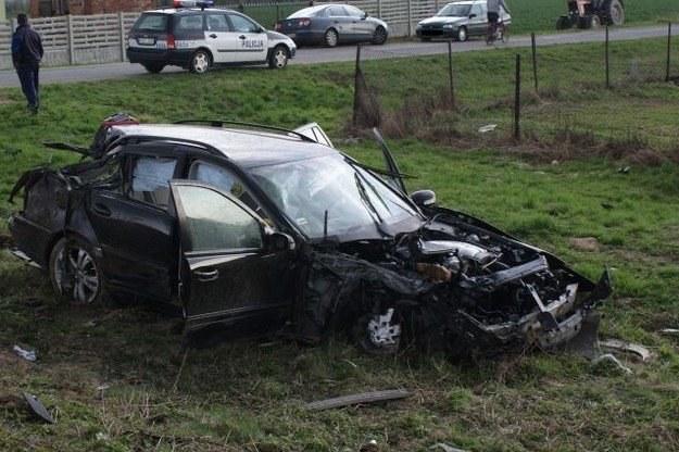 Pasażerka auta zmarła w szpitalu /Policja