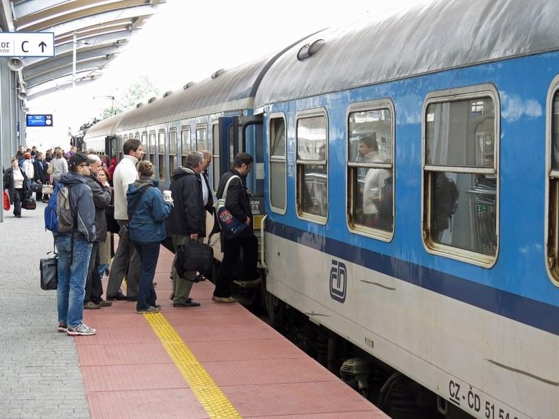 Pasażerowie muszą się przyzwyczaić, że o pokazanie biletu prosić będą osoby nieumundurowane. /Adrian Ślazok /Reporter