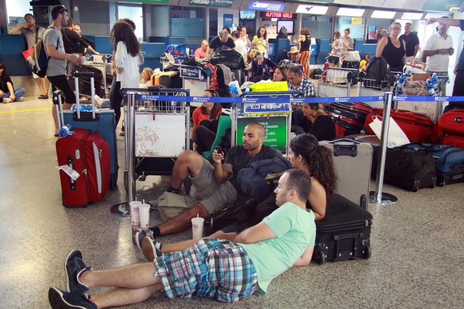 Pasażerowie w terminalu lotniska Fiumicino /TELENEWS    /PAP/EPA