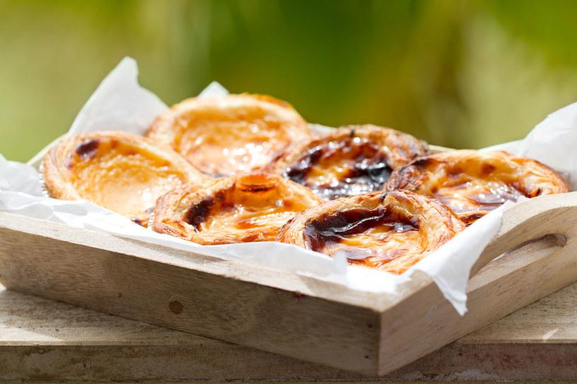 Pastéis de nata - typowy portugalski deser /123RF/PICSEL
