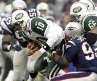 Patriots - Jets 13-7. Chad Pennington był często bezradny wobec defensywy gospodarzy /AFP