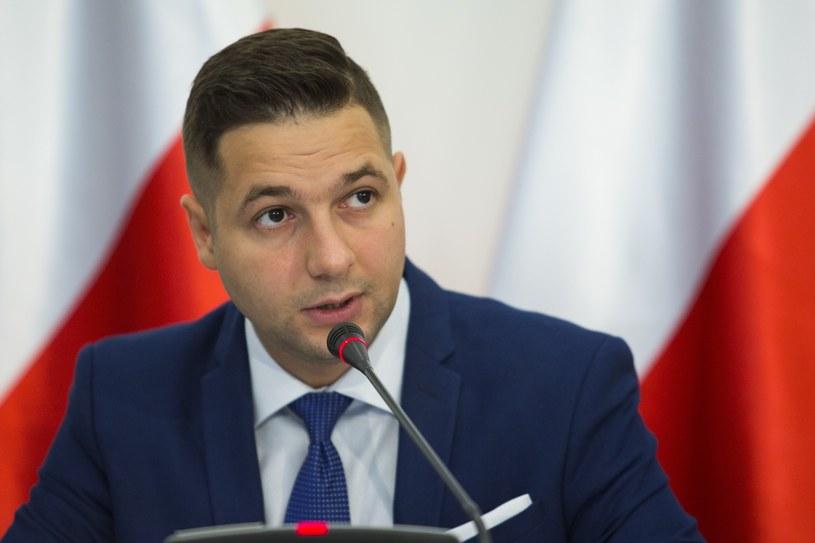 Patryk Jaki: Opluwaniem ojczyzny za granicą daje satysfakcję niektórym mediom i opozycji /Andrzej Hulimka  /East News