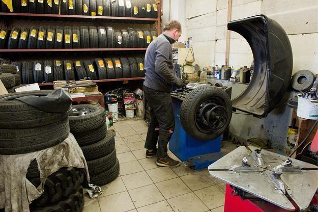 Patrz mechanikowi na ręce / Fot: Tadeusz Koniarz /Reporter