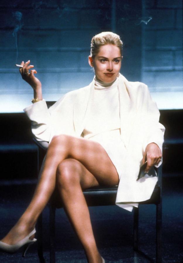 """Patrzenie na Sharon Stone w kultowej scenie przesłuchania w filmie """"Nagi instynkt"""" było najlepszą reklamą nikotyny /EastNews /East News"""