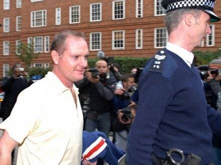 Paul Gascoigne opuszcza posterunek policji w Londynie. /AFP