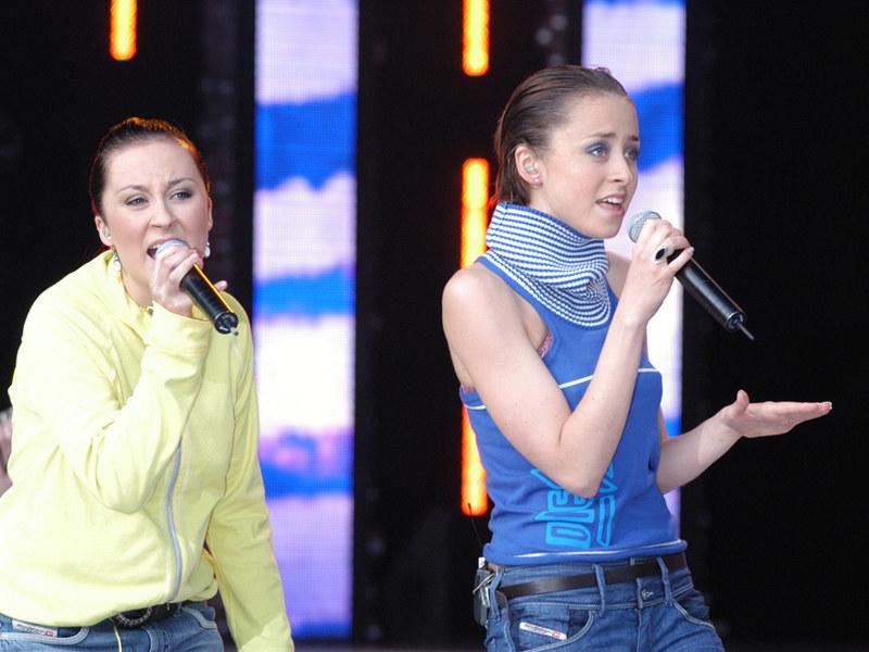 Paulina Przybysz z siostrą Natalią - Opole 2005 r. /Piotr Zawada /AKPA