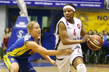 Paulinę Pawlak (z lewej) zastępuje Dominique Canty (z prawej jeszcze grając w Wiśle),FOT.T.Markowski /AFP