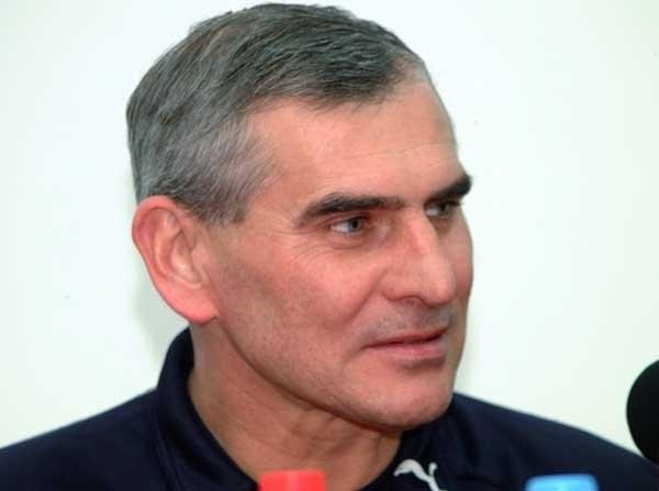 Paweł Janas tryska humorem przed meczem z Ekwadorem /Tomasz Szatkowski