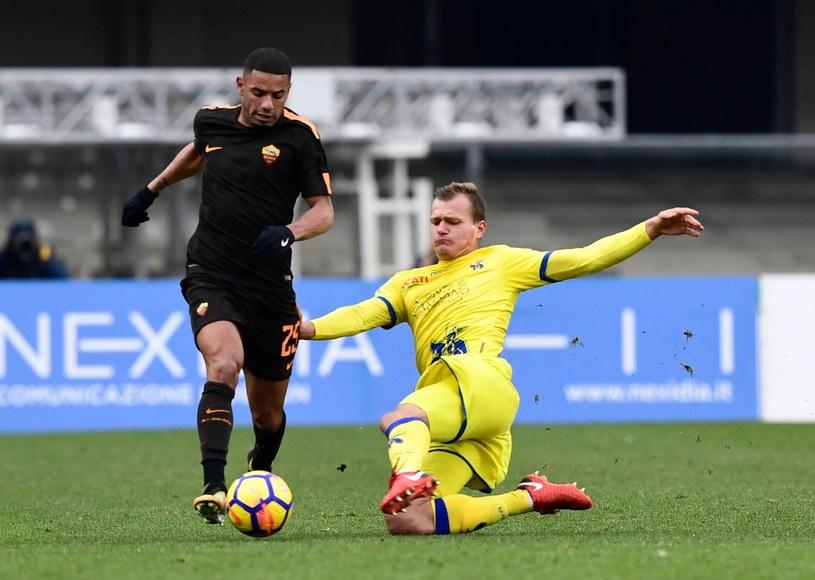 Paweł Jaroszyński (z prawej) w meczu z AS Roma /MIGUEL MEDINA /AFP