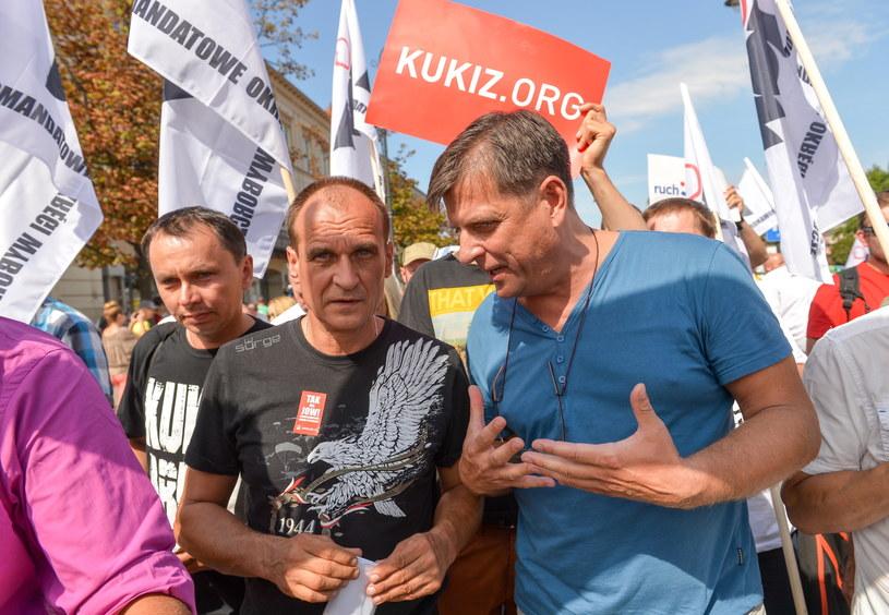Paweł Kukiz z uczestnikami VII Ogólnopolskiego Marszu po JOW-y /Marcin Obara /PAP