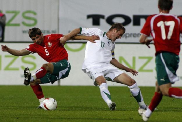 Paweł Płaskonny (numer pięć) 13 razy wystąpił w reprezentacji Białorusi /AFP