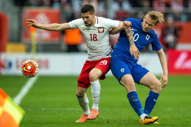 Paweł Wszołek (z lewej) zdobył swoją pierwszą bramkę dla seniorskiej reprezentacji Polski, a dołożył też drugą /PAP