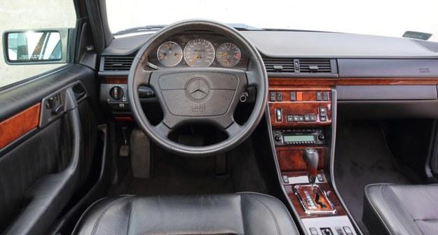 Pedantycznie zadbano o to, żeby wnętrza nie zakłócał żaden niepasujący, sportowy akcent. To samochód elegancki, a nawet wytworny: nie musi prężyć muskułów, by być szybkim. /Motor