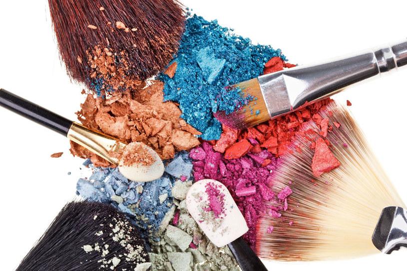 Pędzle do makijażu oczyszczaj co dwa tygodnie specjalnym preparatem do dezynfekcji /- /©123RF/PICSEL