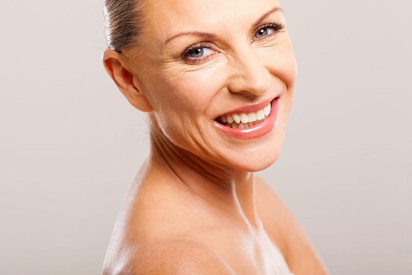 Peelingi są podstawą pielęgnacji skóry twarzy w każdym wieku /123RF/PICSEL
