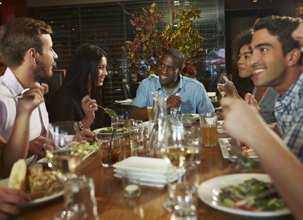 Pełna restauracja przyciąga więcej gości /Picsel /123RF/PICSEL