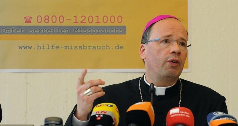 Pełnomocnik Episkopatu ds. wyjaśniania afery biskup Stephan Ackermann /AFP