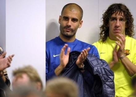 Pep Guardiola i Carles Puyol byli zdumieni liczbą kibiców na treningu w Palafrugell /AFP